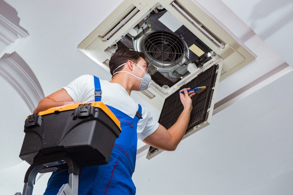 Maintaining the air filter of your air conditioner
